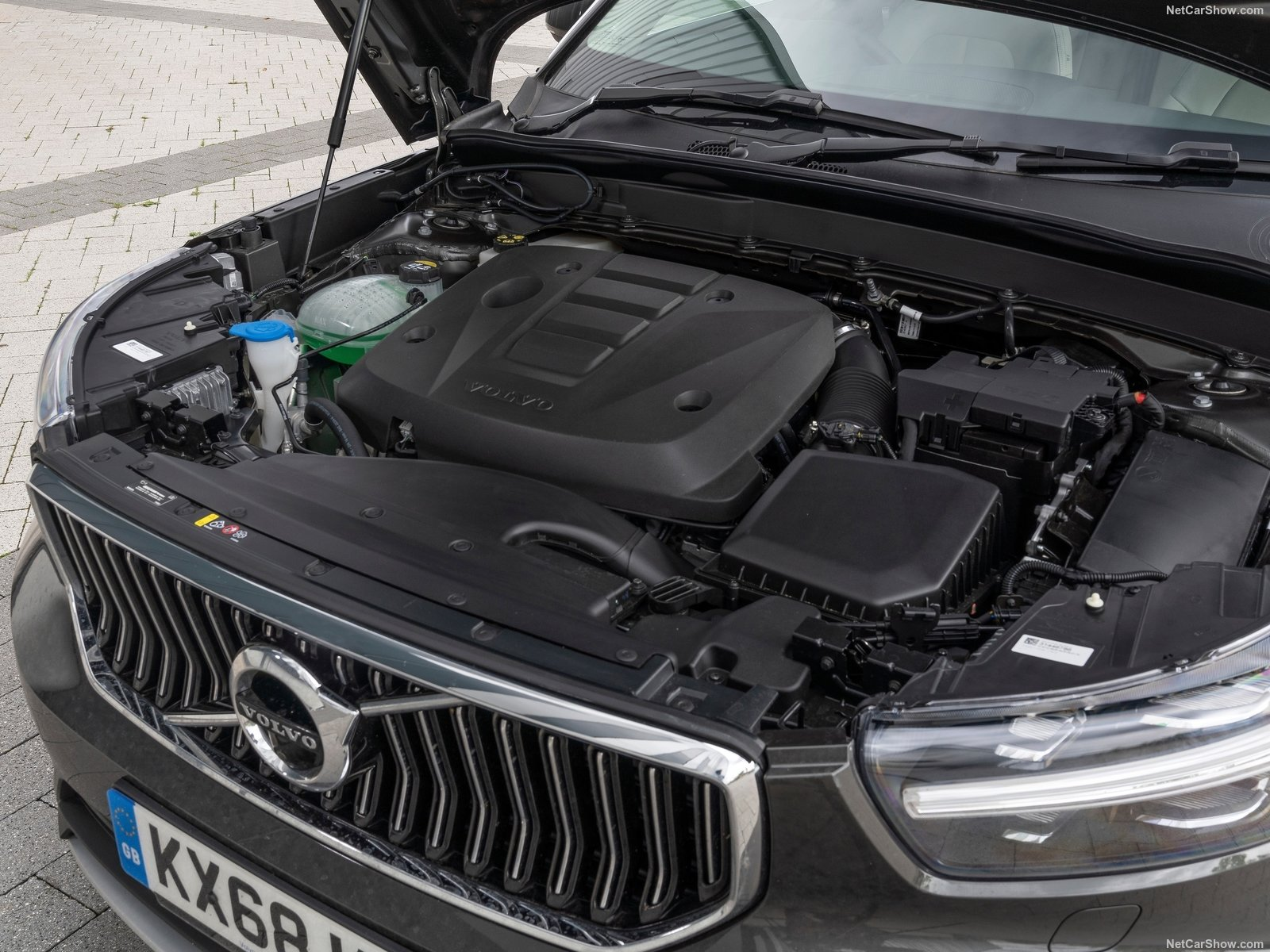 volvo-xc40_uk-version-2018-1600-d7
